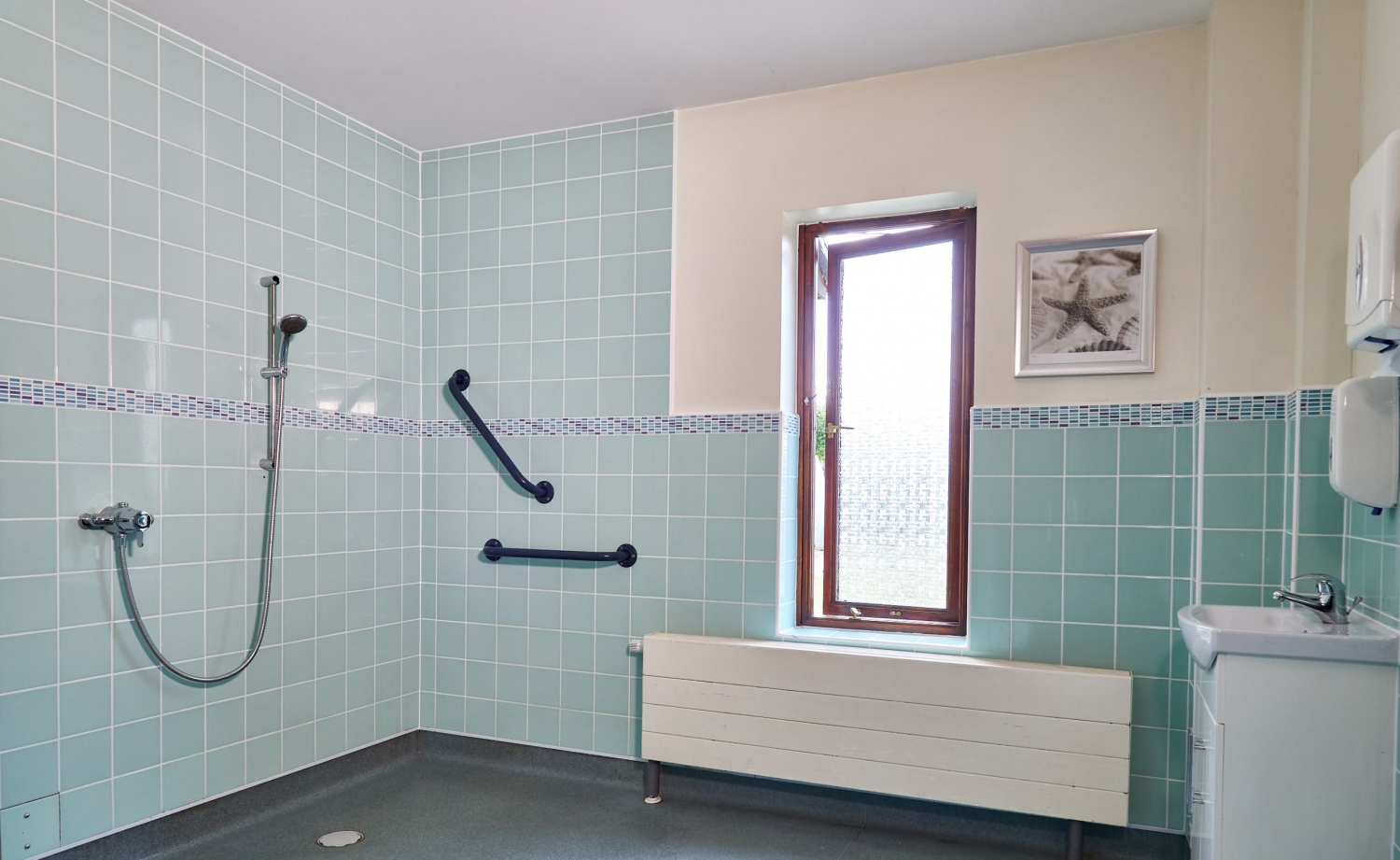 Care home in yeovil west abbey barchester healthcare for Bathroom design yeovil