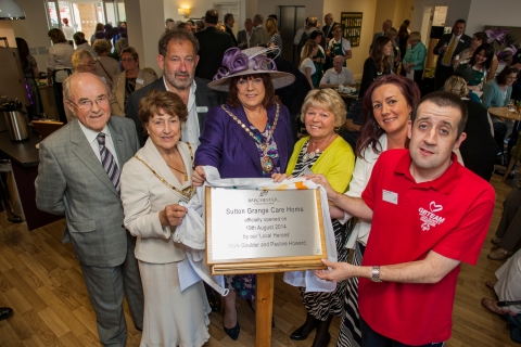 VIPs unveiling the plaque