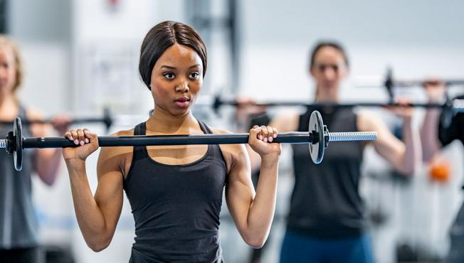 Lady lifting a weighted bar.