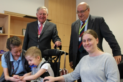 Notts Lord Lieut visits Rainbows