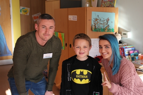 Wrestler Xia visits Rainbows Hospice for Children and Young People