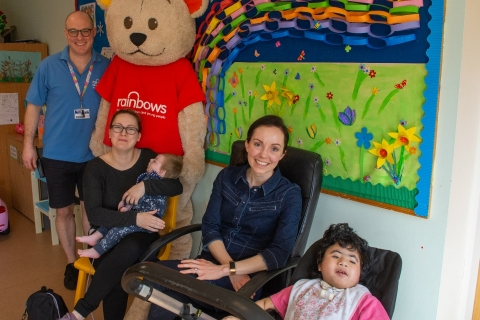 Stef Reid visits Rainbows Hospice for Children and Young People