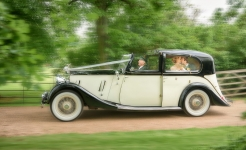 Stuart Wood Weddings / Sophie & Christian / Surrey Weddings / Car